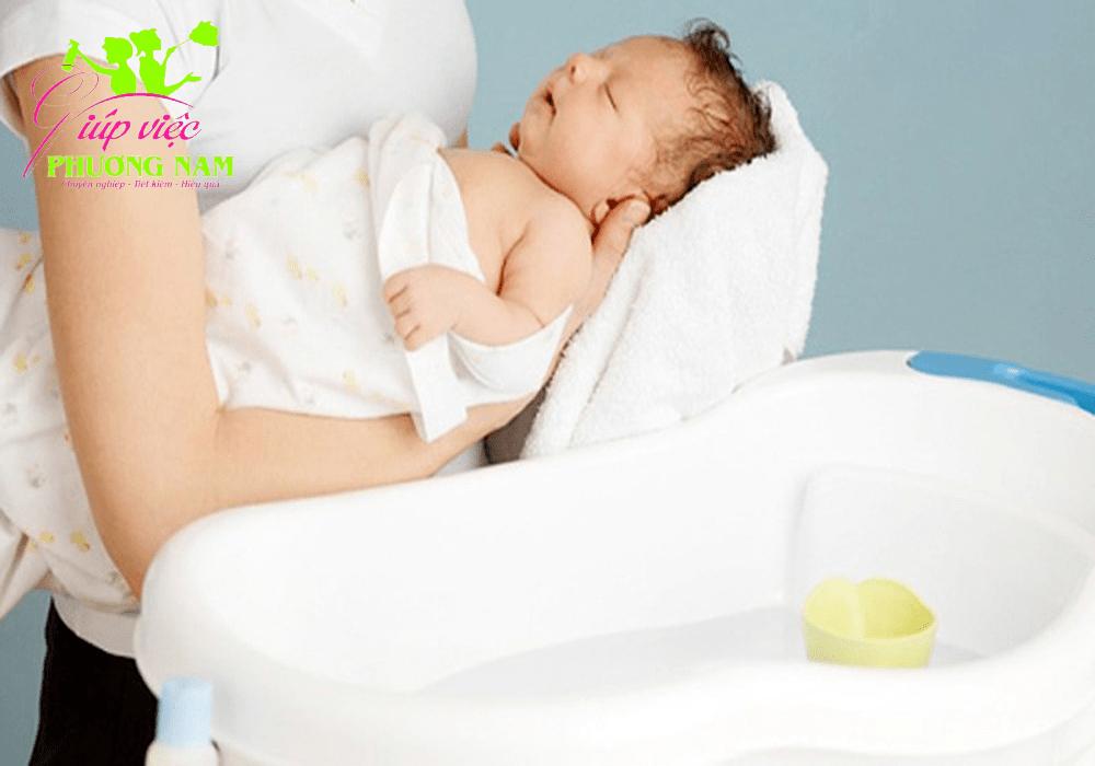 Cách tắm trẻ sơ sinh hiệu quả