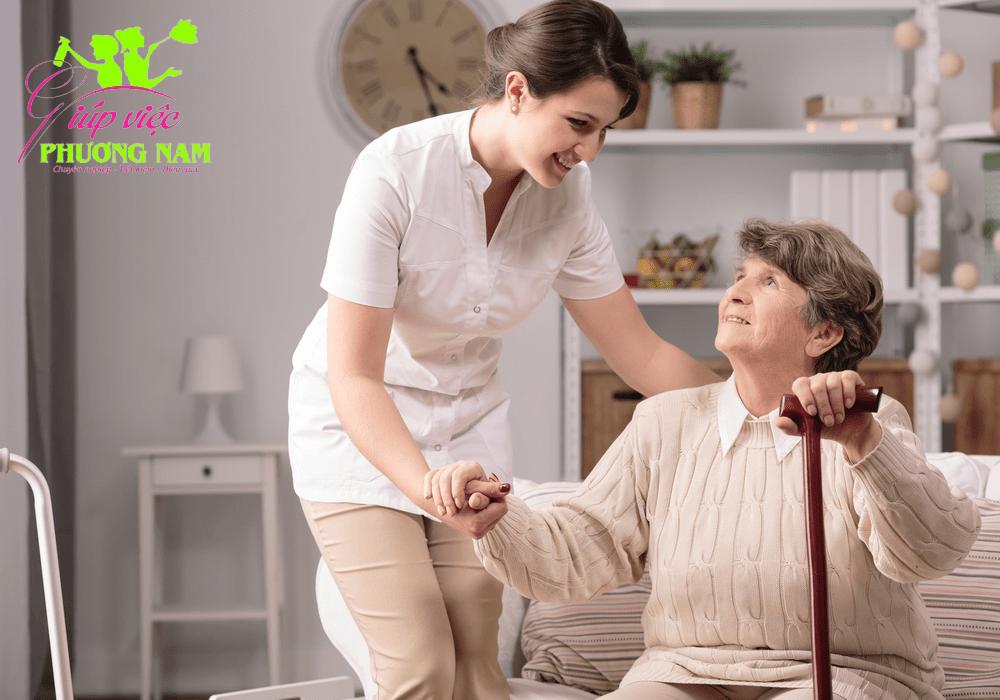 Tìm người giúp việc chăm người già giá rẻ