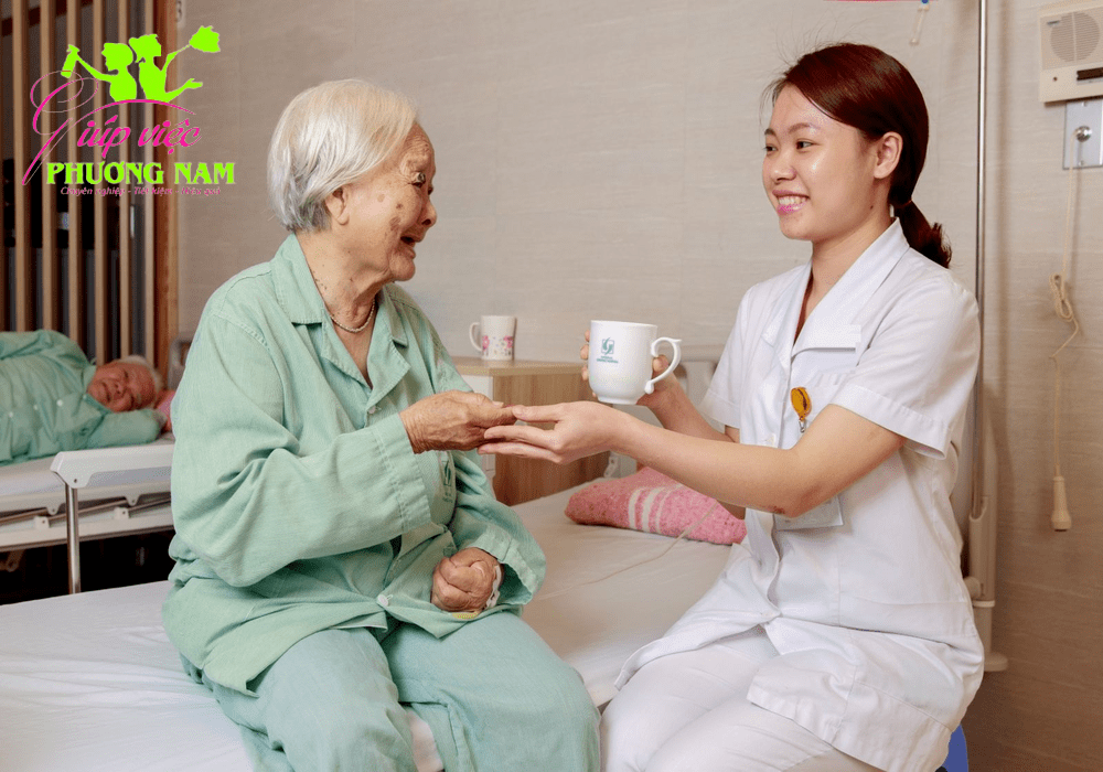 Công ty chăm sóc người già theo giờ uy tín