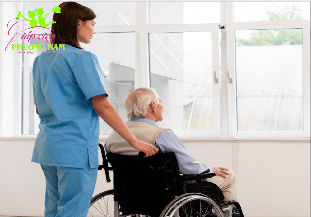 Tìm người giúp việc trông người già TPhcm uy tín