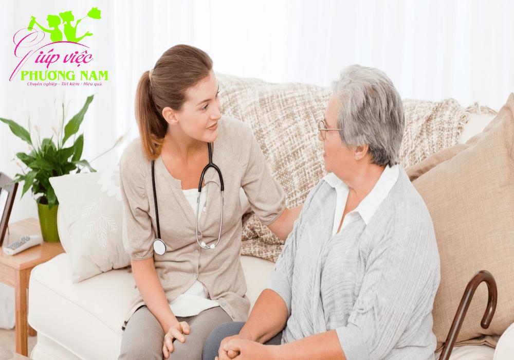 Tìm giúp việc trông người già tại Hà Nội chuyên nghiệp